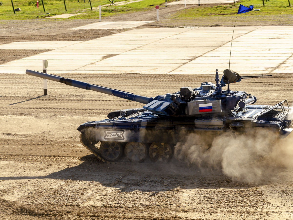 Команды, вышедшие в финальную эстафету первого дивизиона Танкового биатлона, готовят свои танки к предстоящим баталиям